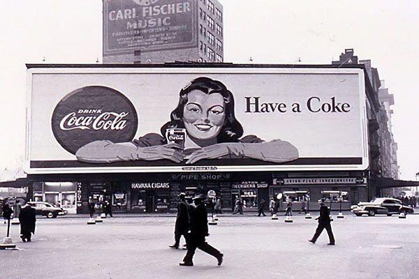 quang cao billboard ngoai troi cocacola